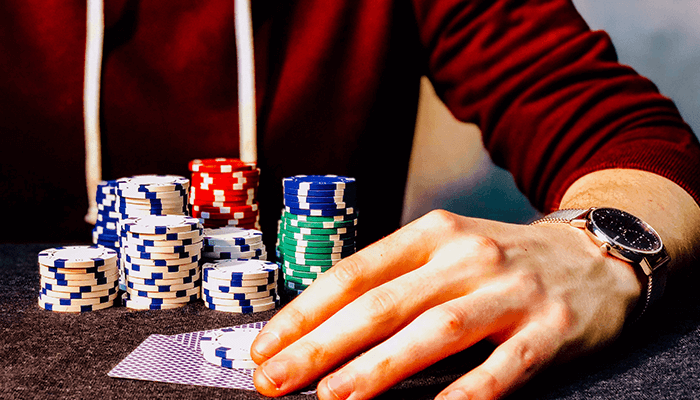 How To Play A Poker Tournament?